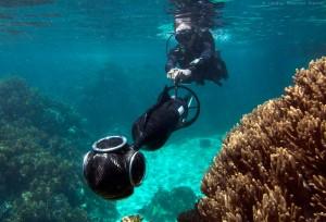 Dykare med specialbyggd DPV